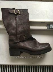 Кожаные брендовые  невысокие сапоги, фирма Sisley , Италия , 37р , оригинал