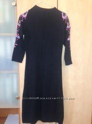 Платье Monton с вышивкой на рукавах