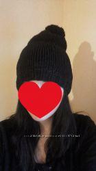 Жіноча шапка з помпоном