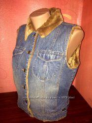 Фирменная джинсовая жилетка, безрукавка на меху