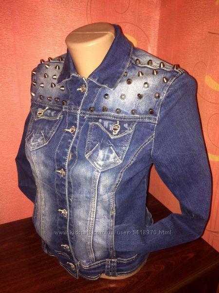 Модная джинсовая куртка, жакет с шипами