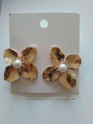 Серьги H&M в форме цветка 4, 5 см бижутерия под золото