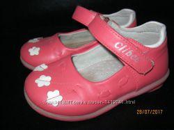 Красивые кожанные сандалии, туфли на малышку, 22рр, 13, 5см стелька