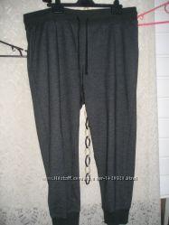 Молодежные джинсы и классические, талия 106-112см. рост 190-195см.