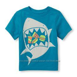 Яркая футболка  Childrens Place за супер цену