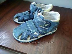 Босоножки сандалии twisty 24 размер