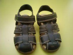 Отличные сандалии Children Place на 17, 5 см