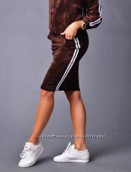 Фирменная спортивная юбка с лампасами