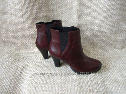 Esprit р. 38 дуже красиві чобітки на каблучку шкіра