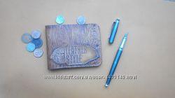 Кошелек кожаный ручной работы с тиснением под дерево