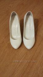 Продам белые свадебные туфли