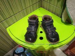 Продам детские коженые ортопедические демисезонные ботинки 27 размера