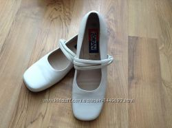 Туфли и мокасини и топсайдери женские кожа розмір-39