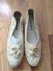 Туфли и мокасини и топсайдери женские розмір-39