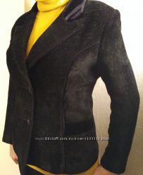 Пиджак черный с рельефными швами