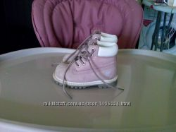 Продам фирменные ботинки