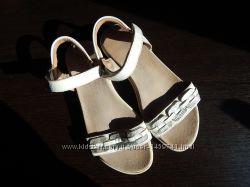 Кожаные босоножки Tiranitos для девочки, 32 размер, сандалии
