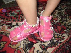 Босоножки на девочку с закрытым носком