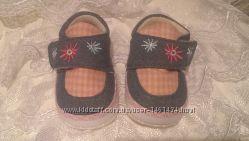 Первая обувка на самые маленькие миленькие ножки