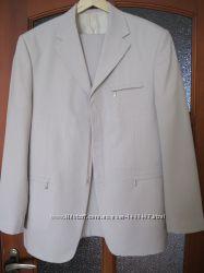 Светлый мужской костюм Robarto Bartoloni для свадьбы и выпускного бала