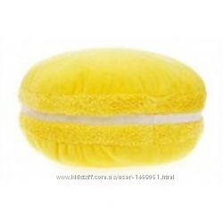 Желтая подушка макарон