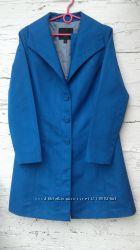 Яркий и классный синий плащик от mossimo