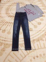 Узкие джинсы с завышенной талией, реглан