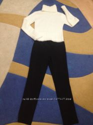 Модные черные брюки  и свитер под горло