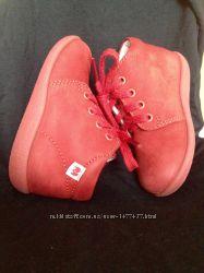 Лёгкие кожаные весенние ботиночки 19 размера тапочки в подарок