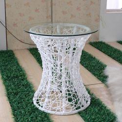 столик из ротанга со стеклом