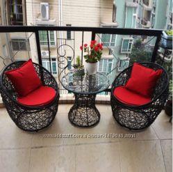 дизайнерские плетеные кресла и столик