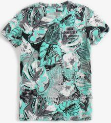 Яркие фирменные футболки