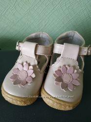 продам туфельки для первых шагов