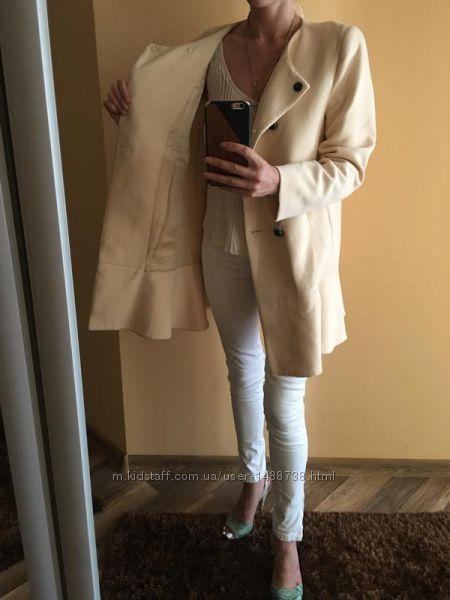 Стильне красиве пальто з воланом zara