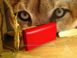 Женский кошелек из натуральной кожи красного цвета