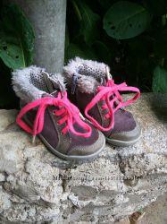 Замшевые первые ботинки Clarks