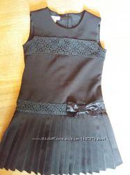 Продам недорого брендововую школьный сарафан черного цвета. Состояние на