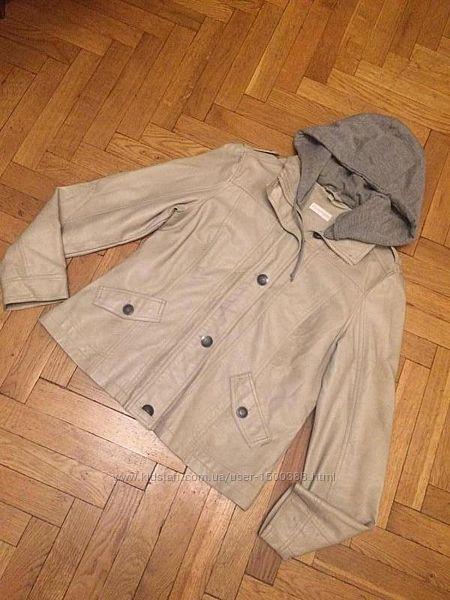 Стильная кожаная куртка, косуха с трикотажным капюшоном, от бренда charles vo