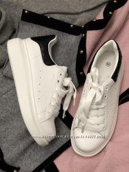 Белые кеды кроссовки наложка