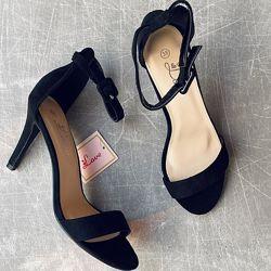 Милые чёрные босоножки на шпильке 9,5 см/фото на ножке