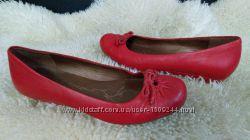 Clarks балетки червоні в ідеалі 38 р по ст 25 см ширина 8 см  танкетка 2 см
