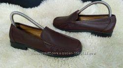 Нові Essentiel туфли мокасіни кожа 37-38 р по ст 24. 5 см ширина 8 см