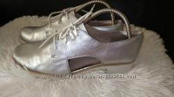 Clarks туфлі шкіра срібні 40 р по ст 26 см ширина 8. 5 см стан на фото