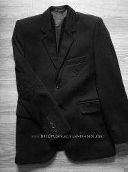 Классный пиджак 8-9 лет.