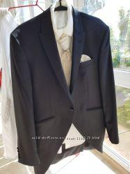 Мужской свадебный костюм чёрного цвета  48 размев подарок рубашкагалстук
