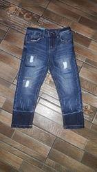 Модные рваные джинсы с потертостями