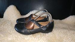 Clarks туфлі шкіра 37-37. 5 р по ст 24 см ширина 8. 5 см