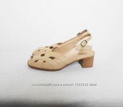 aafefb2a6467 Кожаные бежевые классические босоножки, 550 грн. Женские босоножки и ...