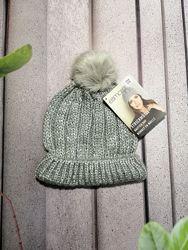 Осенняя вязанная  шапочка с меховым помпоном