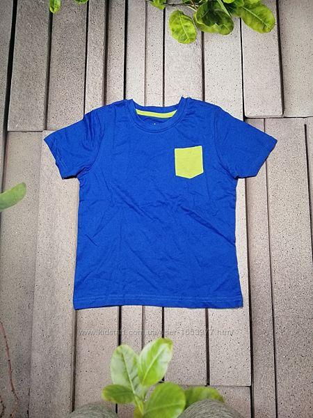 Повседневная футболка для мальчика с салатовым кармашком
